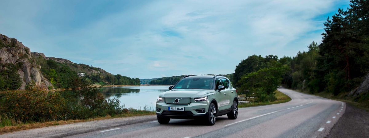 Volvo_XC40_Recharge_P8_AWD_in_Sage_Green